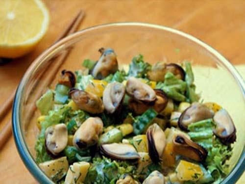 Рецепт салата с мидиями и креветками с фото